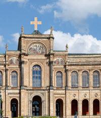 Bayerischer Landtag mit Kruzifix Kreuz
